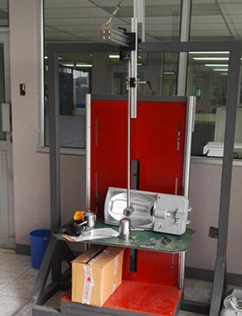 Ecuador - Install IP waterproof dustproof test chamber, temperature humidity chamber and IK level test